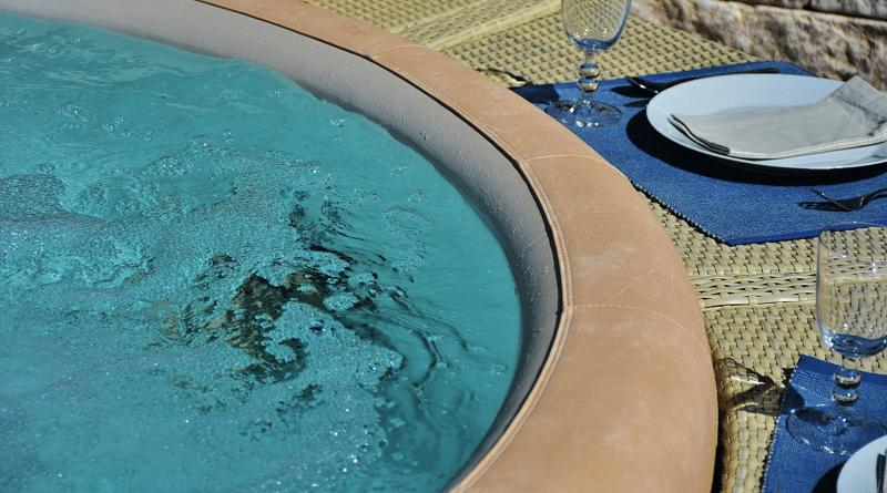 Bañeras de Hidromasaje al Aire Libre: las Mejores Mini Piscinas